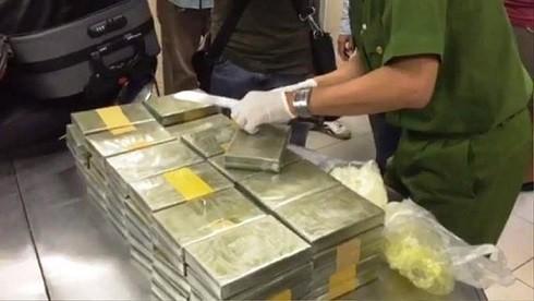 Công an thu giữ 179 bánh ma túy sau khi tiến hành khám xét 7 địa điểm