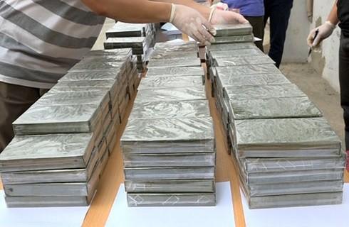 Tang vật 329 bánh heroin bị thu giữ tại hiện trường