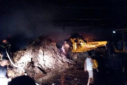 Được biết, xưởng chế biến gỗ này đã từng xảy ra nhiều vụ cháy khiến người dân hết sức hoang mang.
