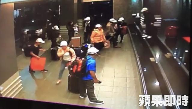 Hình ảnh một số du khách người Việt trước khi mất tích qua camera giám sát của khách sạn