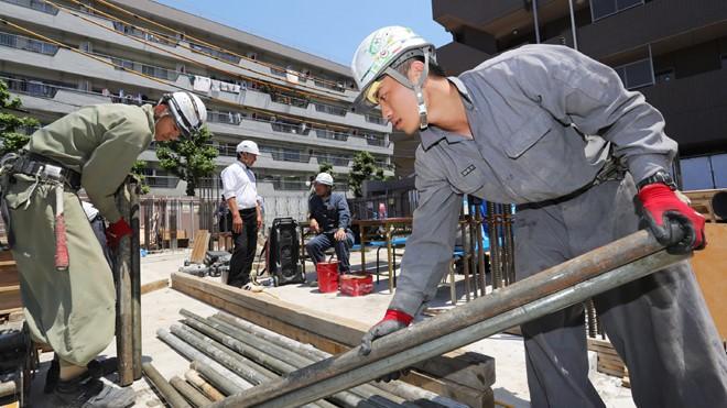 """Lao động """"chui"""" tại nước ngoài phần lớn phải làm các công việc nặng nhọc, bẩn thỉu"""