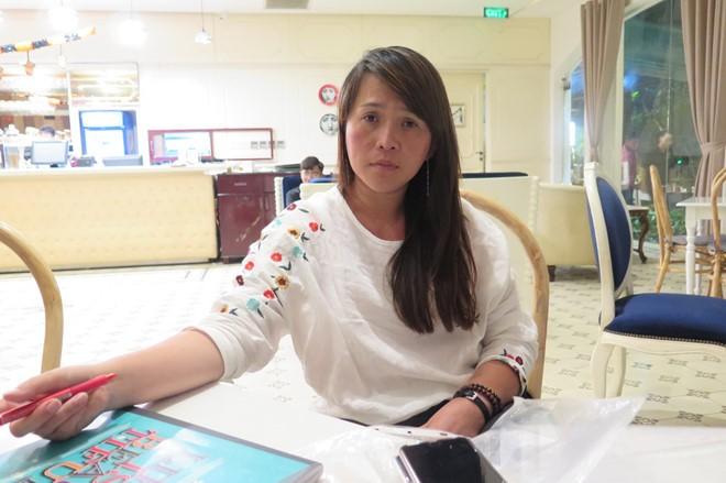 Bà Nguyễn Thị Ngọc Lan tố cáo việc một số khách lợi dụng tour du lịch rồi bỏ trốn ở Nhật (Ảnh: Báo Thanh Niên)