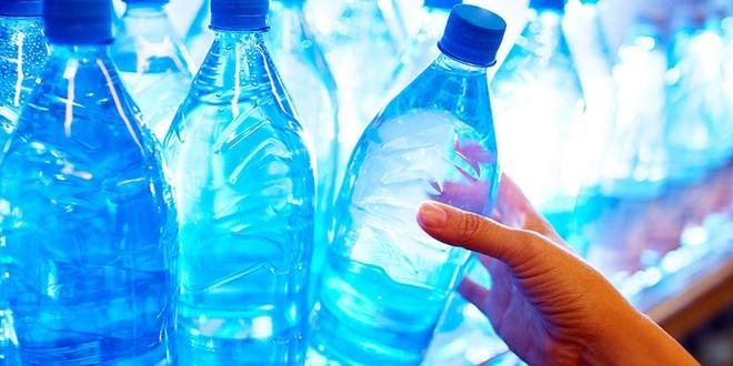 Sử dụng chai nhựa đựng nước, thực phẩm là thói quen không tốt cho sức khỏe