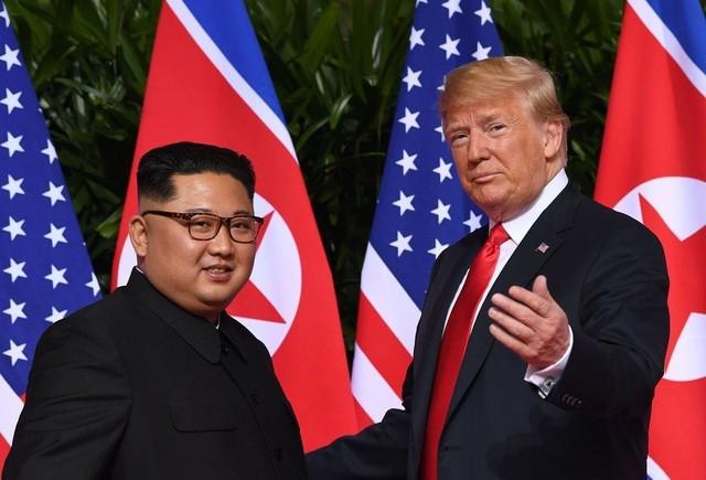 Chủ tịch Triều Tiên Kim Jong-un và Tổng thống Mỹ Donald Trump