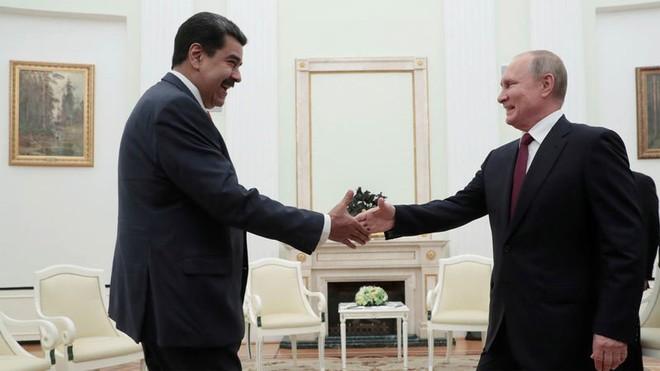 Tổng thống Nicolas Maduro (trái) gặp Tổng thống Putin (phải) tại điện Kremlin, Moscow hôm 25-9