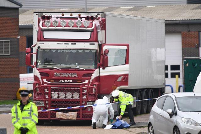 Hiện trường phát hiện 39 thi thể người trong chiếc xe tải đông lạnh tại Anh rạng sáng 23-10 vừa qua