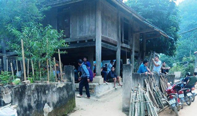 Căn nhà nơi vợ chồng bà Oan sinh sống tại thị trấn Quan Sơn