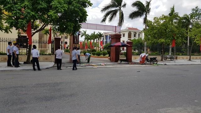 Hiện trường vụ tai nạn bên ngoài trụ sở huyện ủy Gia Lộc (Hải Dương)