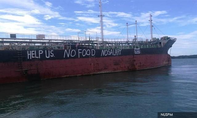 Con tàu Việt Tín 01 bị mắc kẹt ngoài biển Malaysia từ tháng 3