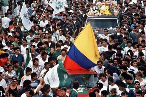 Nhiều người tham dự đám tang của Escobar và bày tỏ niềm tiếc thương với cái chết của anh