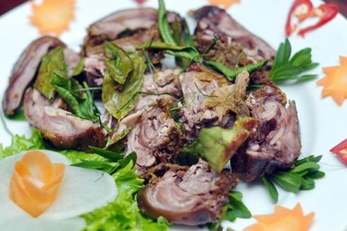 Món thịt chuột hấp lá chanh. Ảnh: Zing