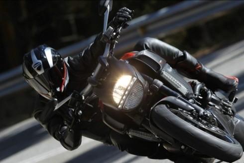 Những kỹ năng đi xe máy an toàn mà ai cũng cần biết ảnh 4