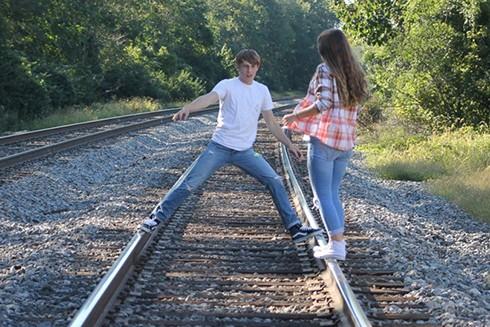 John DeReggi ra đi khi mới 16 tuổi trong lúc đang chụp ảnh cùng bạn gái ở đường ray