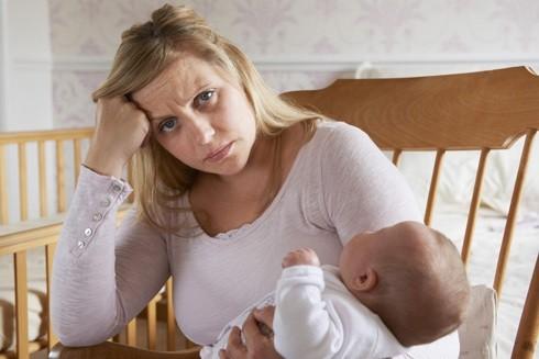 Tại sao phụ nữ lại hay mắc bệnh trầm cảm sau sinh? ảnh 1