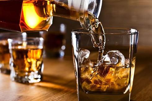 Rượu tác động xấu đến gan, do đó thúc đẩy quá trình lão hóa một cách nhanh chóng