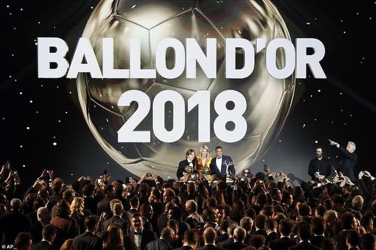 Khoảnh khắc Luka Modric rạng rỡ nhận danh hiệu quả bóng vàng 2018 ảnh 2