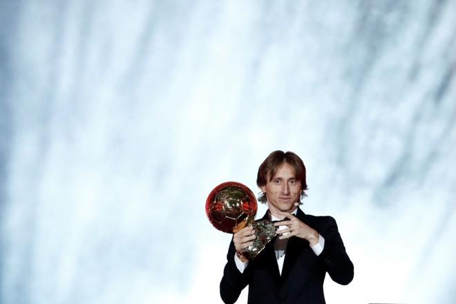 Khoảnh khắc Luka Modric rạng rỡ nhận danh hiệu quả bóng vàng 2018 ảnh 7