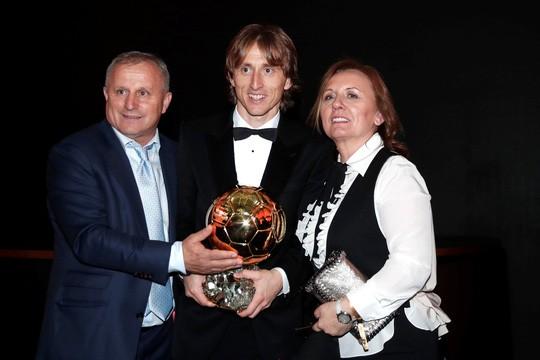 Khoảnh khắc Luka Modric rạng rỡ nhận danh hiệu quả bóng vàng 2018 ảnh 8