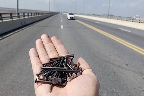 Hành vi rải đinh trên đường lộ bị xử lý thế nào ảnh 2