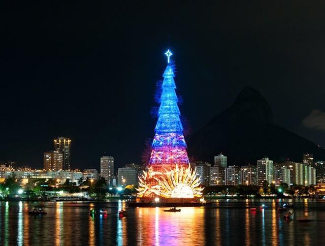 [ẢNH] Không thể bỏ lỡ cơ hội chiêm ngưỡng 10 cây thông Giáng sinh đang giữ kỷ lục thế giới ảnh 1