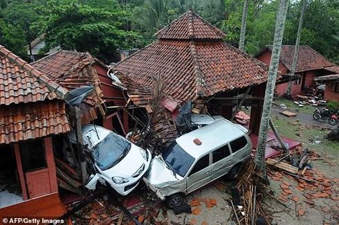 Nhiều ngôi nhà bị phá hủy hoàn toàn trong trận sóng thần