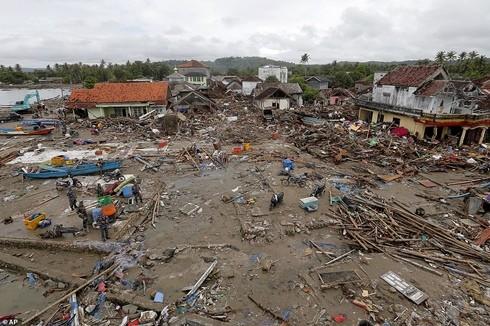 Ít nhất 429 người được xác định đã thiệt mạng và 128 người vẫn mất tích sau trận sóng thần tối 22-12 tại Indonesia