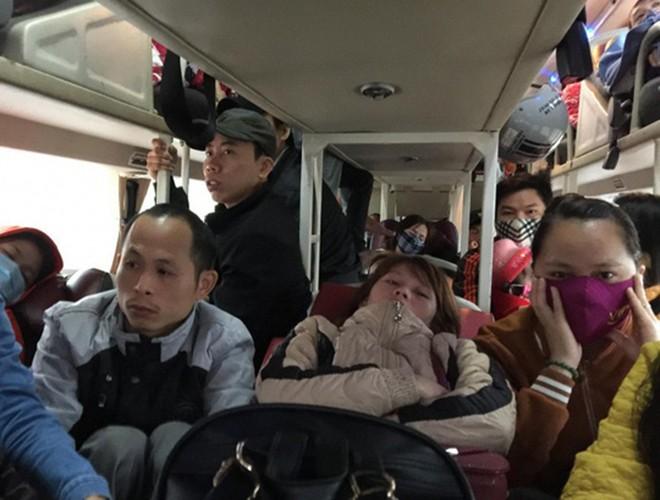 [ẢNH]: Kinh hoàng cảnh nhồi nhét khách trên những chuyến xe ngày tết ảnh 1