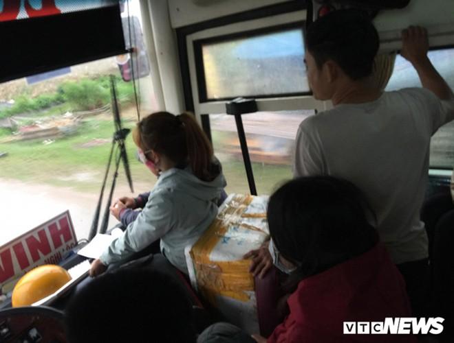 [ẢNH]: Kinh hoàng cảnh nhồi nhét khách trên những chuyến xe ngày tết ảnh 3