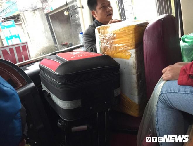 [ẢNH]: Kinh hoàng cảnh nhồi nhét khách trên những chuyến xe ngày tết ảnh 4