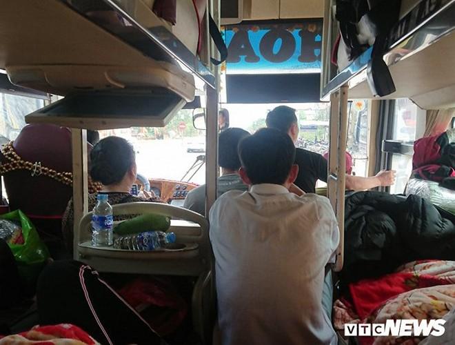 [ẢNH]: Kinh hoàng cảnh nhồi nhét khách trên những chuyến xe ngày tết ảnh 9