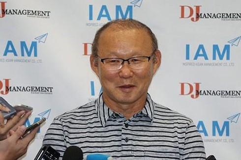 """HLV Park Hang-seo trở thành """"thỏi nam châm"""" hút truyền thông Hàn Quốc mỗi khi về nước"""