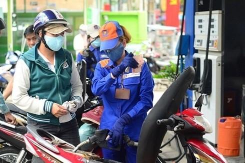 """Xăng dầu giảm, liệu hàng tết có """"đứng yên"""" ảnh 1"""