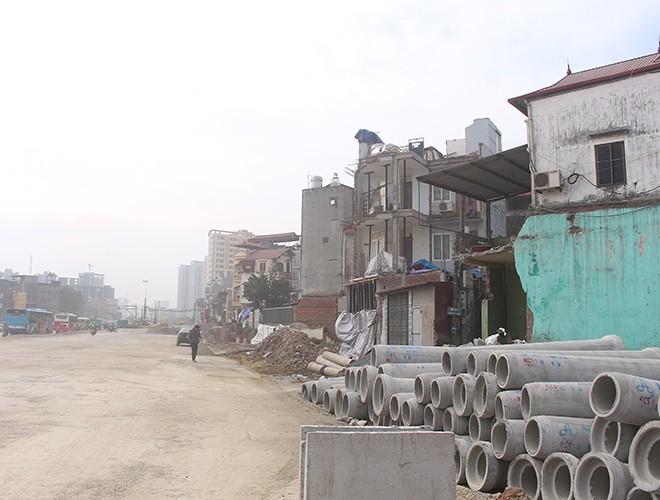 """""""Kiến trúc"""" lạ, """"kì dị"""" của nhiều căn nhà trên đường Phạm Văn Đồng ảnh 1"""