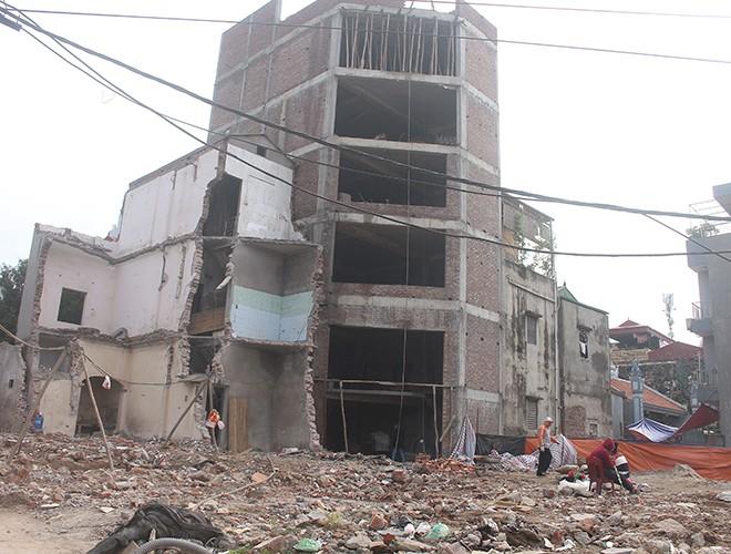 """""""Kiến trúc"""" lạ, """"kì dị"""" của nhiều căn nhà trên đường Phạm Văn Đồng ảnh 11"""