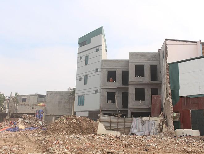 """""""Kiến trúc"""" lạ, """"kì dị"""" của nhiều căn nhà trên đường Phạm Văn Đồng ảnh 12"""