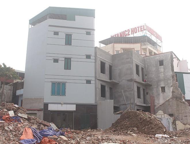 """""""Kiến trúc"""" lạ, """"kì dị"""" của nhiều căn nhà trên đường Phạm Văn Đồng ảnh 13"""