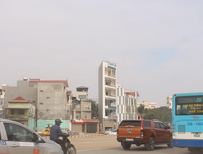"""""""Kiến trúc"""" lạ, """"kì dị"""" của nhiều căn nhà trên đường Phạm Văn Đồng ảnh 14"""