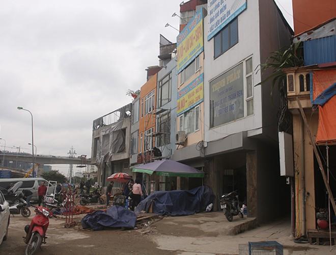 """""""Kiến trúc"""" lạ, """"kì dị"""" của nhiều căn nhà trên đường Phạm Văn Đồng ảnh 2"""