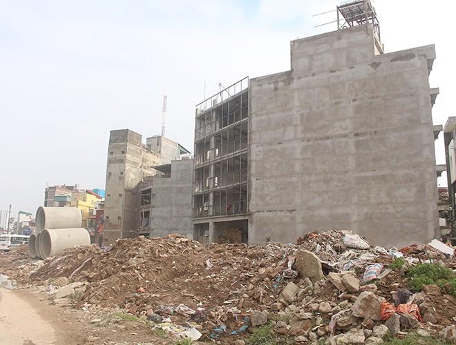 """""""Kiến trúc"""" lạ, """"kì dị"""" của nhiều căn nhà trên đường Phạm Văn Đồng ảnh 3"""