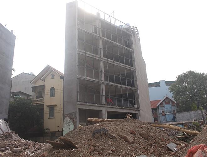 """""""Kiến trúc"""" lạ, """"kì dị"""" của nhiều căn nhà trên đường Phạm Văn Đồng ảnh 5"""