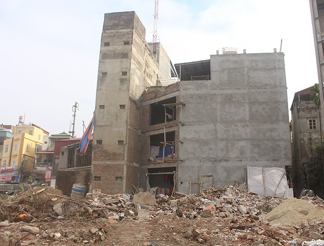 """""""Kiến trúc"""" lạ, """"kì dị"""" của nhiều căn nhà trên đường Phạm Văn Đồng ảnh 6"""