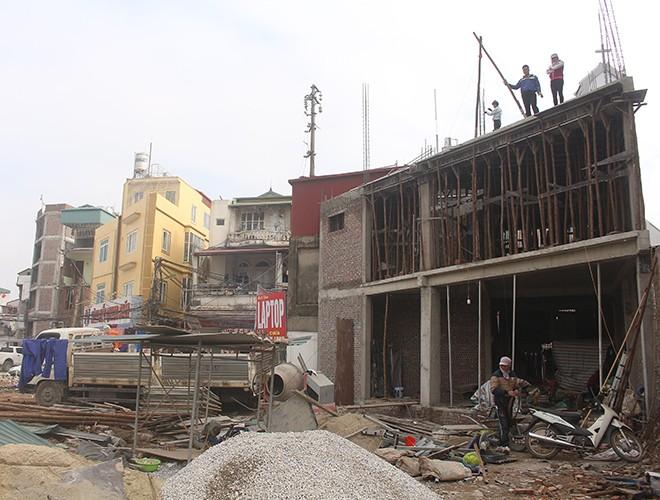 """""""Kiến trúc"""" lạ, """"kì dị"""" của nhiều căn nhà trên đường Phạm Văn Đồng ảnh 7"""
