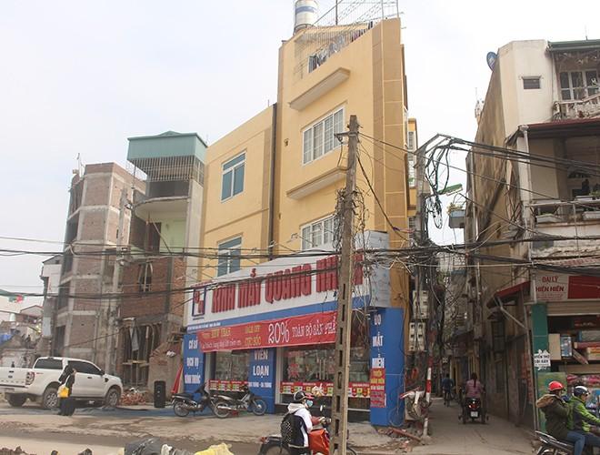 """""""Kiến trúc"""" lạ, """"kì dị"""" của nhiều căn nhà trên đường Phạm Văn Đồng ảnh 8"""