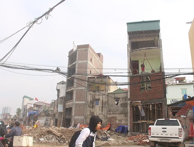 """""""Kiến trúc"""" lạ, """"kì dị"""" của nhiều căn nhà trên đường Phạm Văn Đồng ảnh 10"""