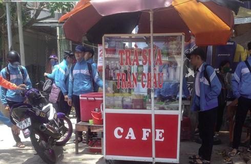 Nhập viện sau khi uống trà sữa: Hiểm họa từ thực phẩm bẩn quanh trường học ảnh 3