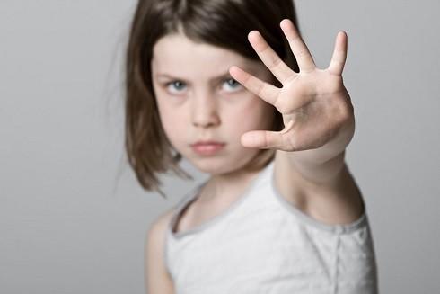 Cần dạy cho trẻ cách bảo vệ mình để chống lại xâm hại tình dục