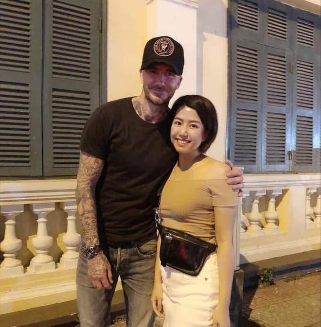 David Beckham bất ngờ xuất hiện tại phố đi bộ, khoác vai chụp ảnh cùng fan Việt ảnh 2