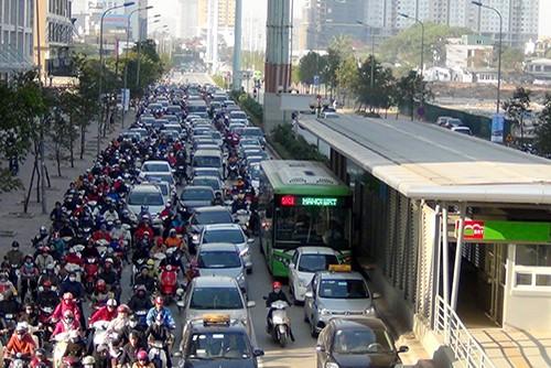 Tuyến đường Lê Văn Lương thường xuyên xảy ra ùn tắc trong giờ cao điểm