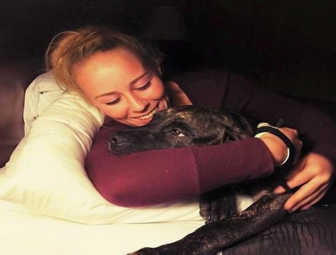 Cô Bethany 22 tuổi bị chó cắn chết ở Mỹ mặc dù là người nuôi chúng từ nó