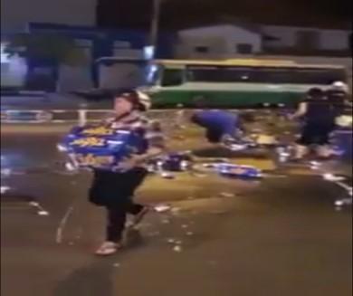 """Hàng chục người dân """"hôi bia"""" ngay giữa trung tâm TP.HCM (ảnh: cắt từ đoạn clip)"""